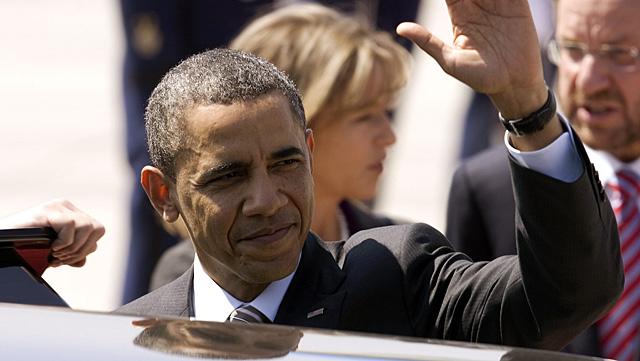 El presidente estadounidense, a su llegada al aeropuerto internacional de Santiago (Chile). | Efe