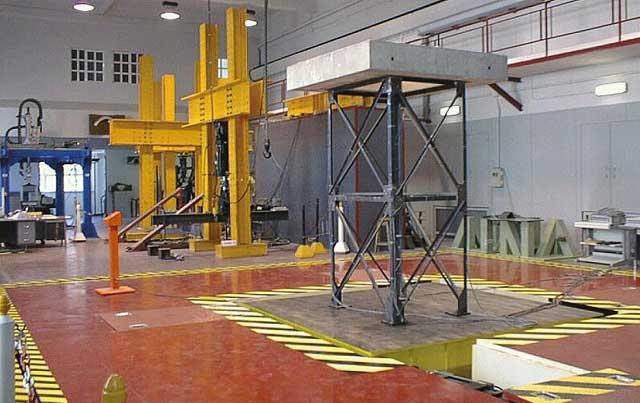 El simulador sísmico del Laboratorio de Estructuras y Materiales. | CEDEX