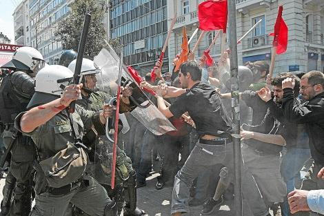 Enfrentamientos entre la policía y los manifestantes en una de las huelgas generale convocadas en Grecia. | Orestis Panagiotou