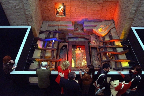 La tumba reconstruida tal como se exhibió en Madrid. | Jaime Villanueva