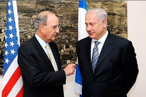 Mitchell (i) y Netanyahu, en una imagen de archivo. | EM