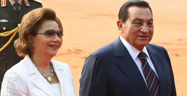 Hosni Mubarak y su esposa, durante un pasado viaje de Estado a La India. | Reuters
