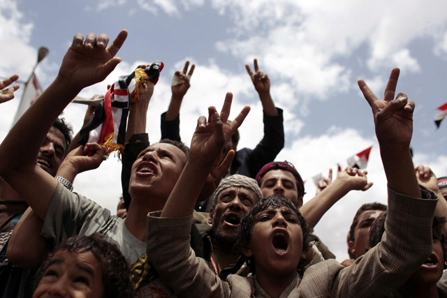 Manifestantes anti gubernamentales se manifiestan en Saná. | Reuters
