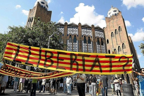 Manifestación en favor de los toros ante la plaza de Barcelona.
