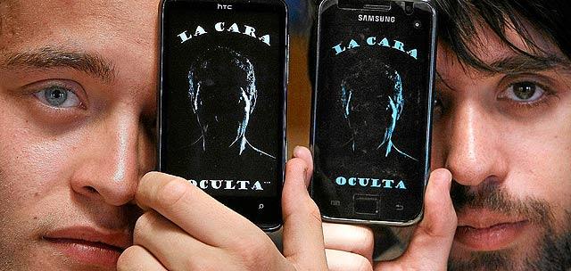 Rubén Infante y Ángel Grande son los creadores de ?La cara oculta?, thriller policiaco válido para ser disfrutado por todo tipo de público pero adaptado para invidentes a través del teléfono móvil de Windows Phone 7. | Foto: Enrique Carrascal