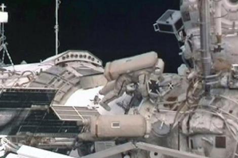 Los dos cosmonautas rusos, durante el paseo espacial.|NASA