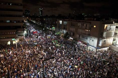 Miles de israelíes 'indignados' por el precio de la vivienda se manifiestan en Tel Aviv. | Reuters