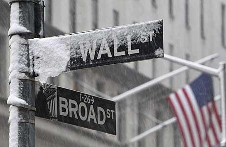 La nieve cubre las calles de Wall Street. | Reuters