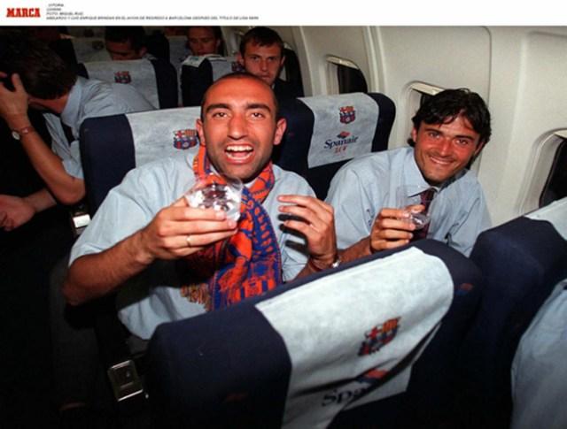 Луис Энрике празднуется с Абелардо чемпионат лиги в сезоне 1997/98.  В этом названии испанец добавил 98/99 лиги и Кубок Испании в 1997 и 1998.