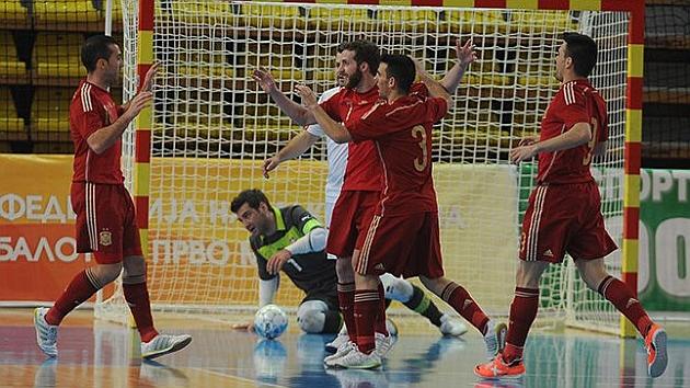 España comienza el camino a Serbia con una contundente victoria
