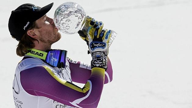 Jansrud besa el globo de cristal en Meribel. Foto: AFP