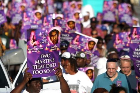 Manifestación para recordar el asesinato de Trayvon Martin en un vecindario de Miami.| Afp
