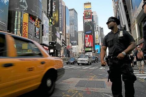Un policía de raza negra en Nueva York.