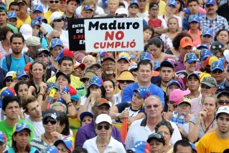 Los manifestantes contrarios al Gobierno.| Reuters