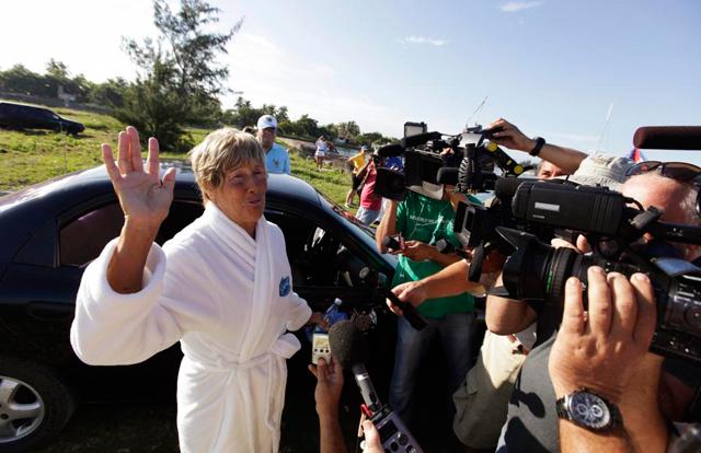 Diana Nyad, momentos antes de comezar su travesía en La Habana. | Reuters