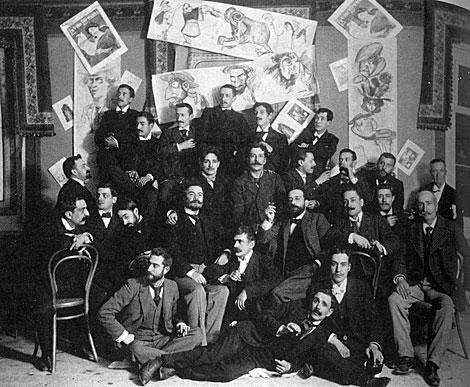 Sawa con sus compañeros en la redacción del periódico 'La vida literaria'.