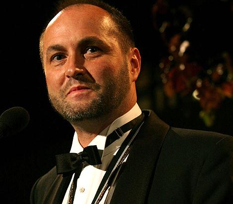 El escritor Colum McCann recibe le premio National Book 2009 de ficción. | Ap