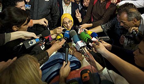 La activista, ante los medios aún en Lanzarote. | Efe
