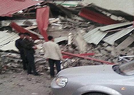 Imagen realizada desde un móvil de uno de los edificios  derruidos.
