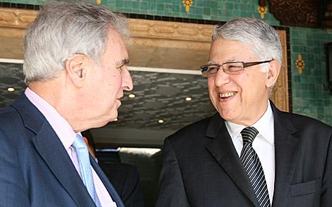 Abas El Fasi, hace unos días con Enrique Múgica, defensor del Pueblo, en Rabat. | Foto: E. C.