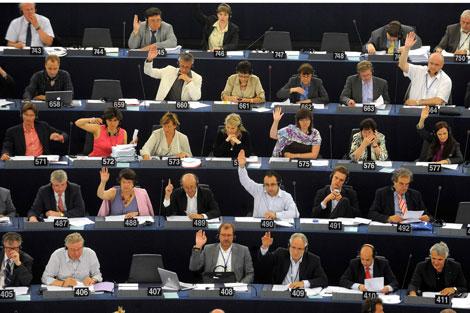 Parlamentarios europeos votan el acuerdo Swift   Ap Photo