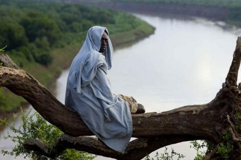 Un indígena junto al río Omo, al sur de Etiopía. | Survival