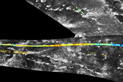 Imagen del radar de 'Cassini' en el que se ven cadenas montañosas en Titán. |NASA