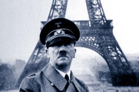 Adolf Hitler durante su visita a París en 1940