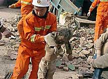 Rescate de un niño en China. | AP