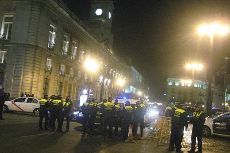 Agentes de policía en la Puerta del Sol. | M.M.
