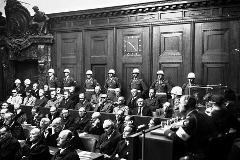 Una de las imágenes más conocidas de D'Addario: jerarcas nazis flanqueados por policías.