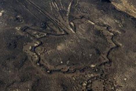 Una de las estructuras halladas en Arabia Saudí usando Google Earth. | D. Kennedy.