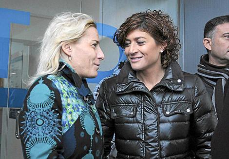 Mayte Martínez (der.), junto a Marta Domínguez.   Anna Ibañez