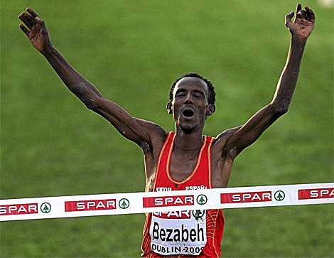 Bezabeh, proclamándose campeón de Europa. (Foto: AP)