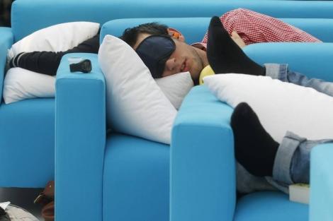Personas durmiendo durante el I campeonato nacional de siesta. | Foto: Juan Carlos Hidalgo