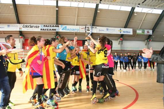 Mataró recibiendo la Copa