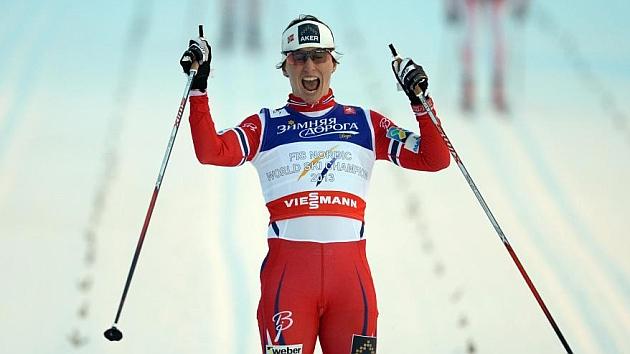 La noruega Marit Bjoergen celebrando su victoria en Falun / AFP