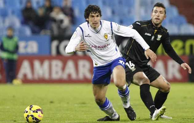 Jesús Vallejo durante un partido en La Romareda. / Toni Galán