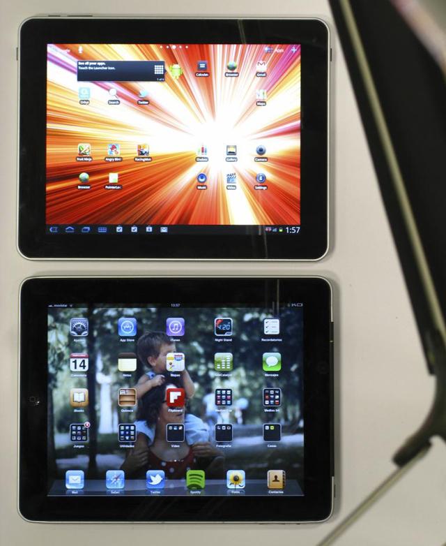 Arriba, el U97 con Android; abajo, el iPad 1 con iOS. | José María Presas