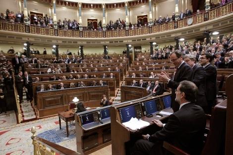 Mariano Rajoy, recibe el aplauso desde sus filas, al terminar el discurso de investidura. | Efe