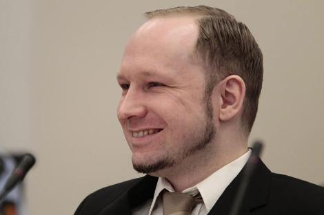 Breivik sonríe abiertamente en la segunda jornada de su juicio en Oslo. | Efe