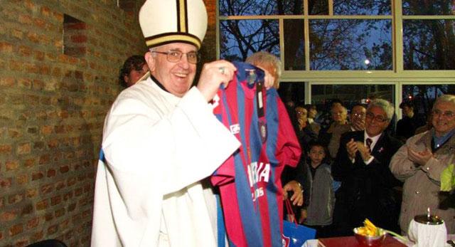 Imagen de Bergoglio con la camiseta del San Lorenzo