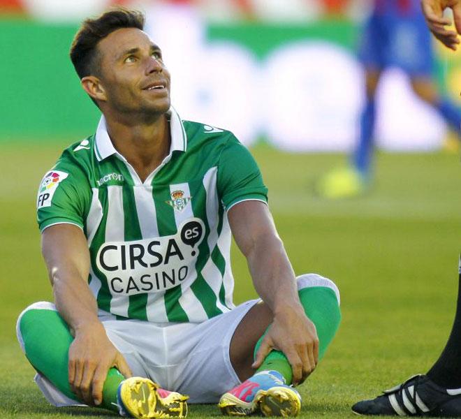 Rubén Castro completó una semana difícil y fue mejorando con el paso de los minutos.