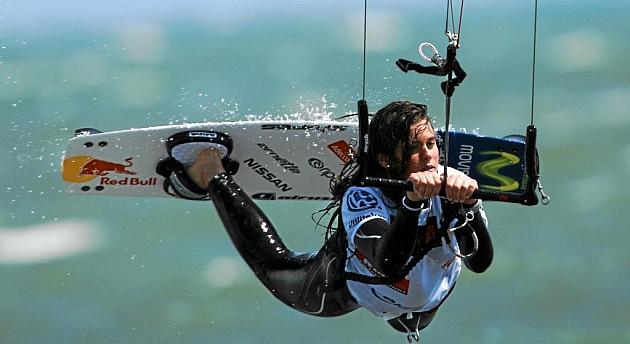 Gisela Pulido realiza una acrobacia. Foto: Carrascosa