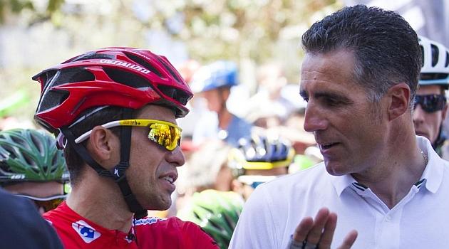 Alberto Contador y Miguel Indurain en una imagen de archivo. AFP