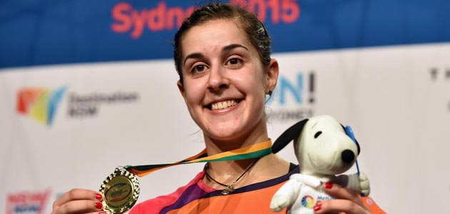 Carolina Marín posa con la medalla que le acredita ganadora del Abierto de Australia. FOTO: AFP