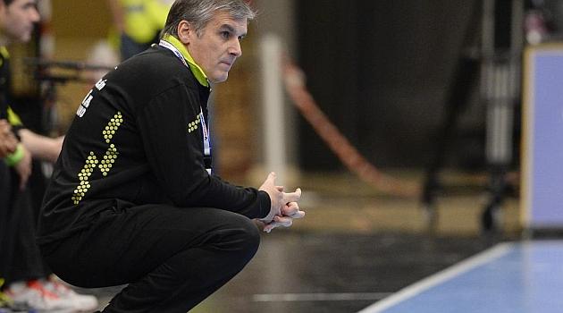 Jorge Dueñas durante el partido. AFP