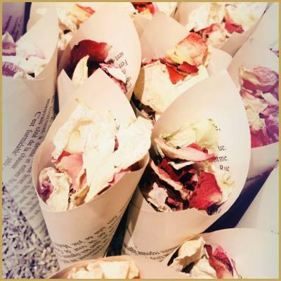 location-cornets-ceremonie-petales-de-fleurs