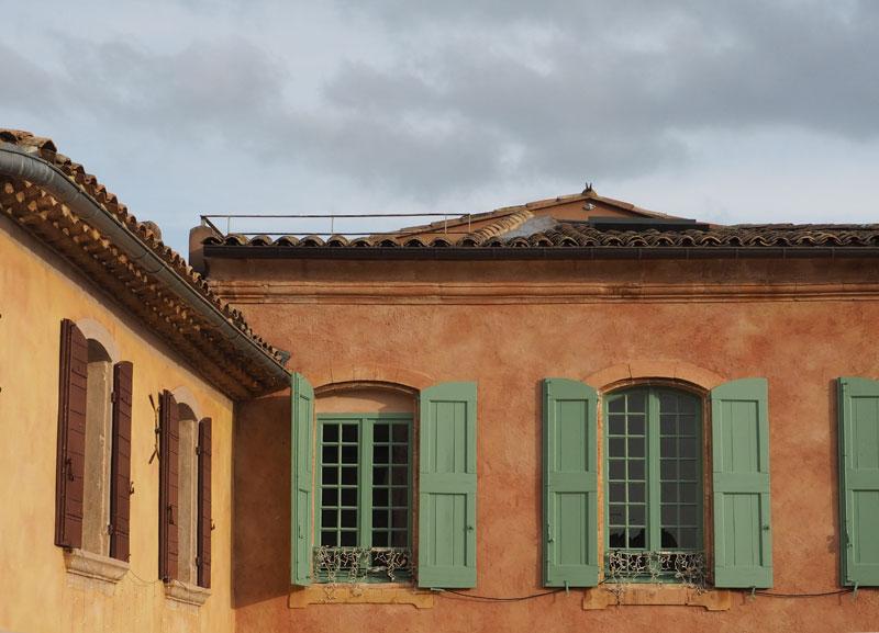 Village de Roussillon, Façades