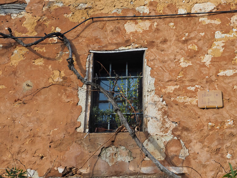 Murs ocre du village de Roussillon
